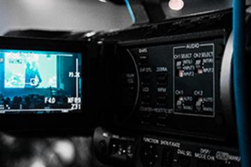 Une camera filmant la création d'un film entreprise pour un site carriere
